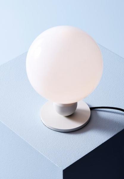 Bilde av BORDLAMPE - Atom - Perlehvit - Herstal